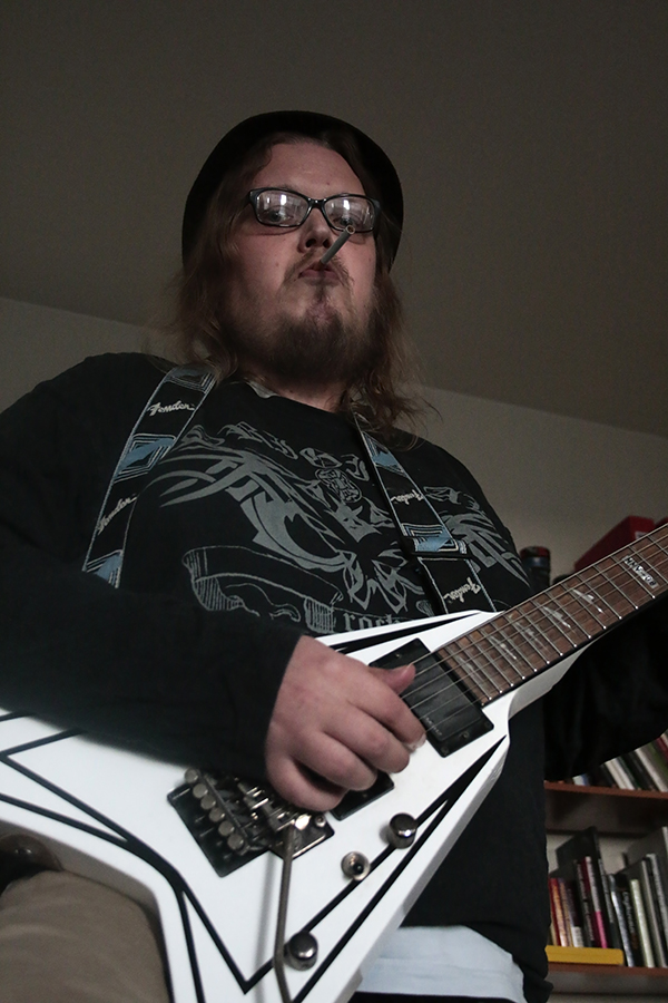 mies_ja_kitara_kameralaukku.jpg